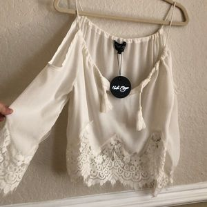 BEAUTIFUL white blouse or top w/ lace detail